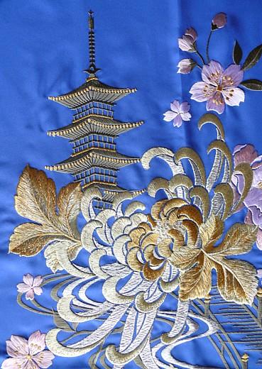 японская вышивка на кимоно.